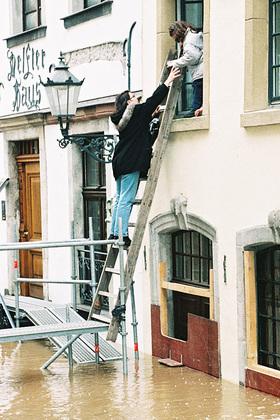 Hochwasserschutz-Vorbereitungen auch in Lauenburg – Wer Überschwemmungsopfern hilft, ist staatlich unfallversichert