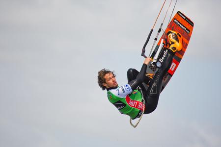 180.000 Zuschauer feiern Spitzensportler und Partys beim größten Kitesurf-Event der Welt