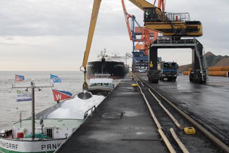 """Trotz """"Frühling"""": Streusalz für Winter bei Brunsbüttel Ports eingelagert"""