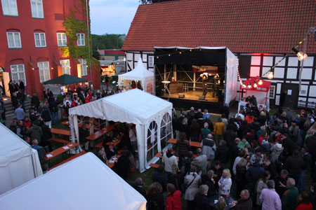 Kulinarisch erlesen, das Weinfest im Juli im Stadtmuseum Schleswig