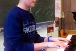 Najeeb-am-Klavier