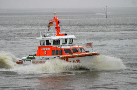 Krabbenkutter kenterte auf der Binneneider – zwei Schiffbrüchige gerettet