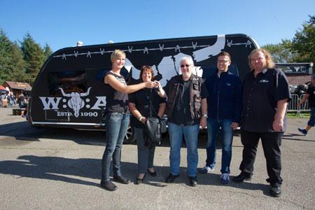 Schlüsselübergabe von W:O:A Hobby Caravan in Wacken
