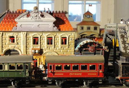 """Sonderausstellung """"Weihnachtsschmuck und Modelleisenbahn aus alter Zeit""""  im Kreismuseum in Ratzeburg"""