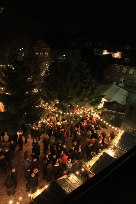 """""""Lütt Wiehnacht"""" in Wilster – Budenzauber unterm Weihnachtswald"""