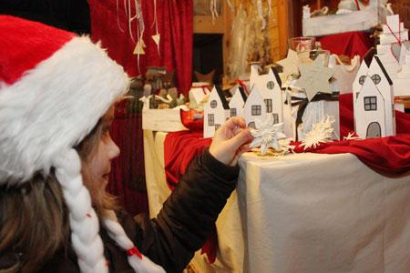 Zweitägiger Weihnachtsmarkt im Brunsbüttler Hüttendorf