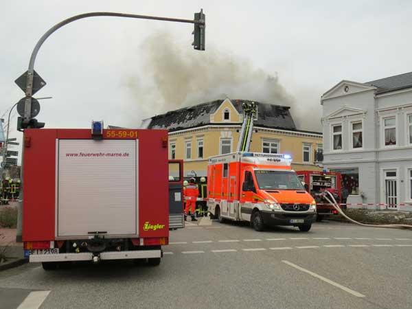 Großfeuer in Marne – Trauer um tödlich verunglückten Feuerwehrmann