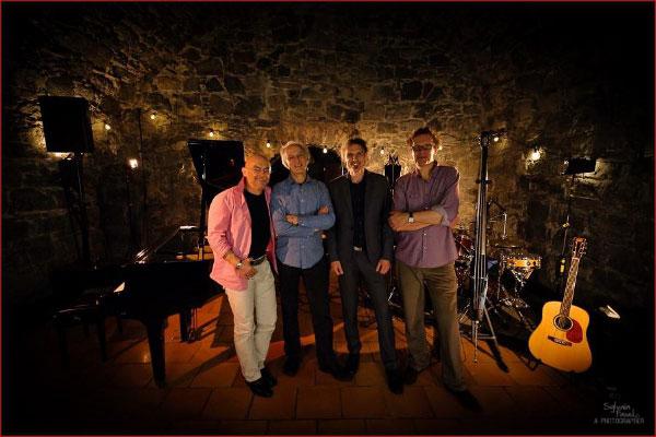 Paul Millns mit Band live in der Ulmenhofschule Kellinghusen