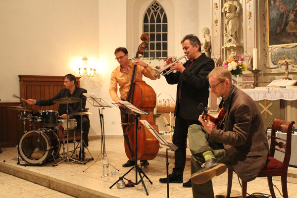 Akustische Jazz-Musik im Kirchgarten der LGS Eutin