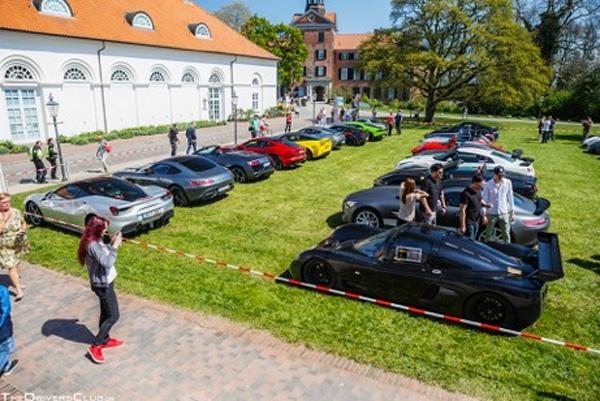 Italienische Autos auf dem Eutiner Schlossplatz