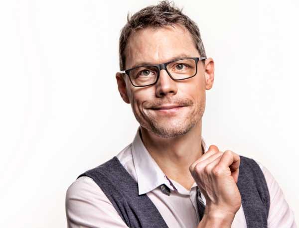 """Christoph Sieber kommt """"Hoffnungslos Optimistisch"""" in die Heimat nach Schleswig"""