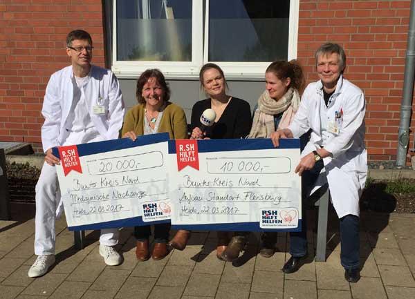 R.SH hilft helfen Stiftung überreicht 30.000 Euro Scheck an den Bunten Kreis Nord in Heide