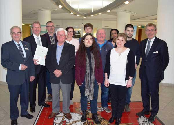 Heide – Zehn Neubürgerinnen und Neubürger erhalten Einbürgerungsurkunden