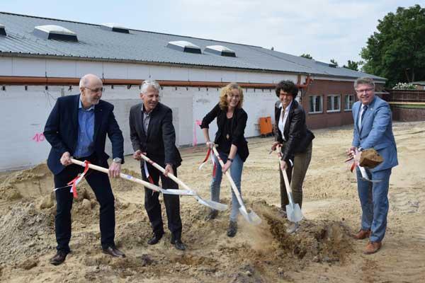 Erster Spatenstich für den Neu- und Umbau der Metallwerkstatt des BBZ Dithmarschen in Meldorf