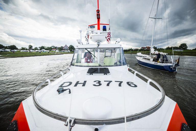 Seenotretter bringen vier junge Wattwanderinnen sicher an Land