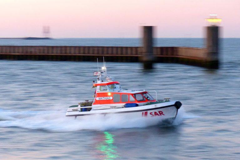 Seenotretter befreien vierköpfige Familie vor Cuxhaven aus Lebensgefahr