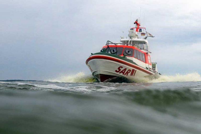 DGzRS-Crew rettet junge Frau aus Stralsunder Hafen
