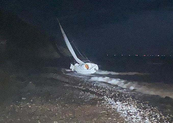Seenotretter im Einsatz für schwer verletzten Alleinsegler an der Steilküste von Hiddensee