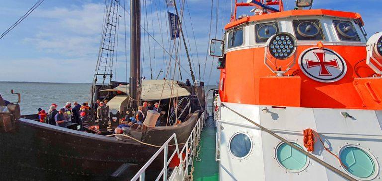 Mit dem Schrecken davon gekommen: Hansekoggen-Nachbau kollidiert mit Bremerhavener Containerterminal