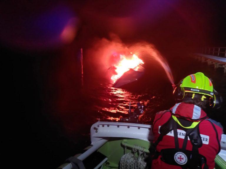 SOS: Segelyacht ausgebrannt – Skipper rettet sich an Land