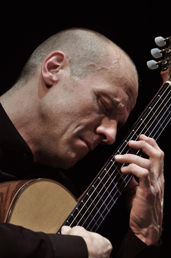 Gitarrenkonzert im Dithmarscher Landesmuseum zugunsten von Pro Asyl