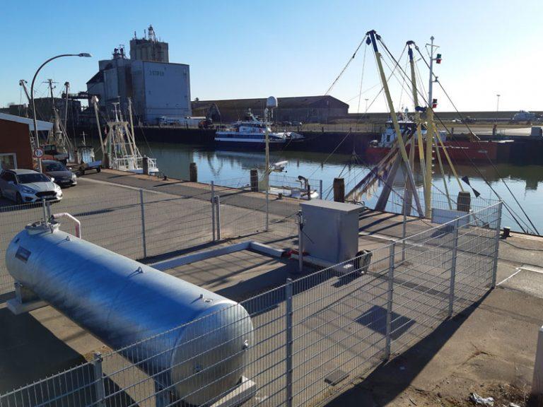 Krabbenkutter können ihr Bilgenwasser in neuer Anlage im Büsumer Hafen entsorgen