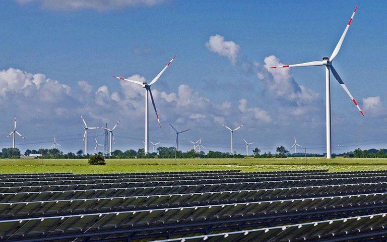 Landesregierung gibt Kommunen Hilfestellung bei der Planung von Solar-Freiflächenanlagen